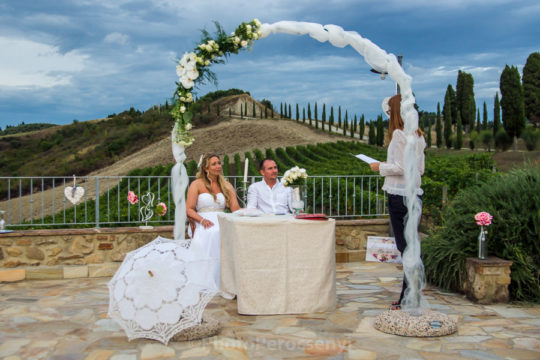 Intimate and Laidback Wedding in Volterra Countryside