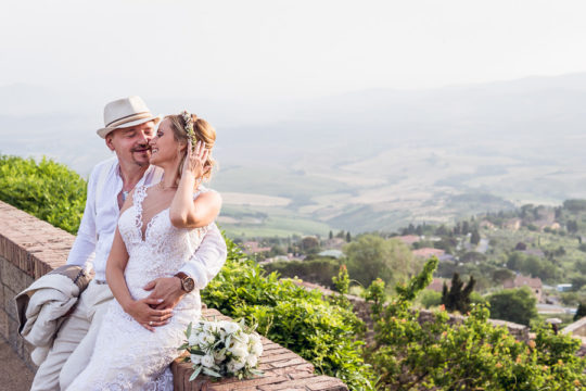 Colorful Modern Wedding Photo Shoot in Tuscany Volterra